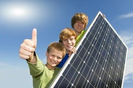 Kinder die in Häuser mit Solar aufwachsen – wissen gar nicht für was es noch Atomkraftwerke gibt