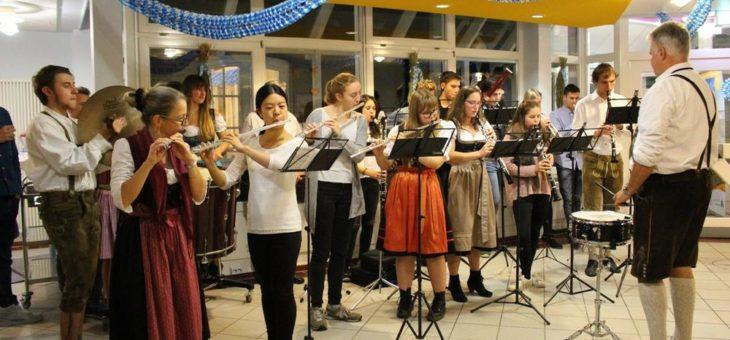 Bayerisches Orchester bringt Jugendherberge Husum zum Klingen