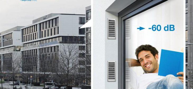 Schöner wohnen in der Stadt: freeAir Schalldämmlüfter mit Feinstaubfilter und Laibungslösung