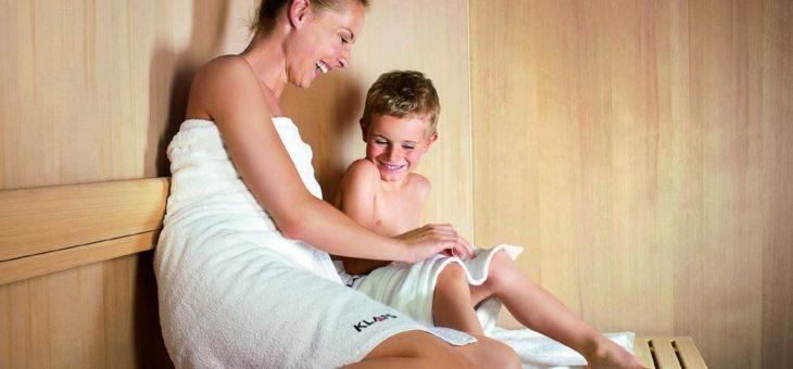 Mit Kindern in die Sauna? Mit diesen Tipps machen Eltern alles richtig