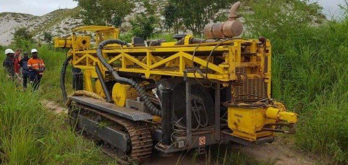 Jetzt kann es schnell gehen: AVZ Minerals stößt 20km Bohrprogramm an