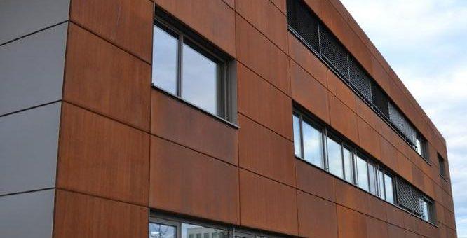 Bayerisches Dachdeckerhandwerk setzt auf vorgehängte hinterlüftete Fassadenbekleidung