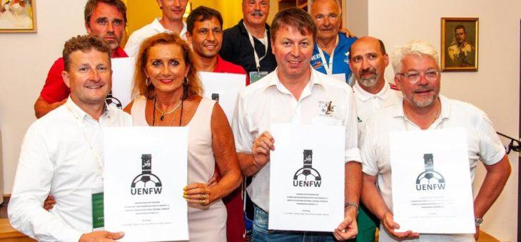 Winzer aus acht Nationen gründen Europäischen Wein- und Fussball-Verband (UENFW) mit Sitz an der Hochschule Geisenheim