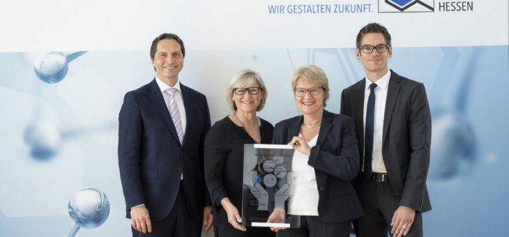 Nachhaltigkeit schwarz auf weiß: DAW gewinnt VCI-Preis