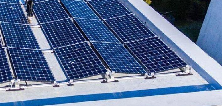 Industrie Gewerbe – Jetzt Flachdach mit Panasonic Solar – verstärkter Rahmen und Wasserablauf inklusive