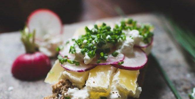 Halbwissen-Alarm: Quäse-Umfrage deckt Wissenslücken über eiweißreiche Ernährung auf