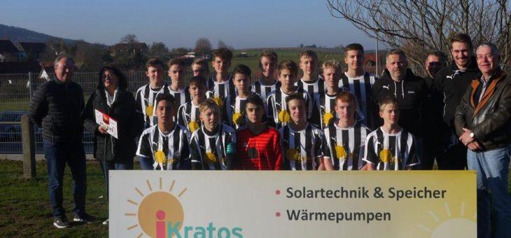 """""""SG iKratos"""" – die B-Jugend der Spielgemeinschaft Graefenberg/Weingarts bedankt sich beim Sponsor fuer die neuen Trikots"""