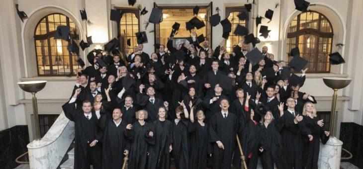 Geschafft! 66 stolze MBA-Absolventen feiern ihren Studienabschluss