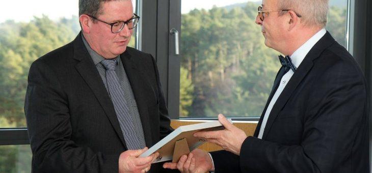 Physikprofessor Henning Fouckhardt mit Lehrpreis der TU Kaiserslautern ausgezeichnet