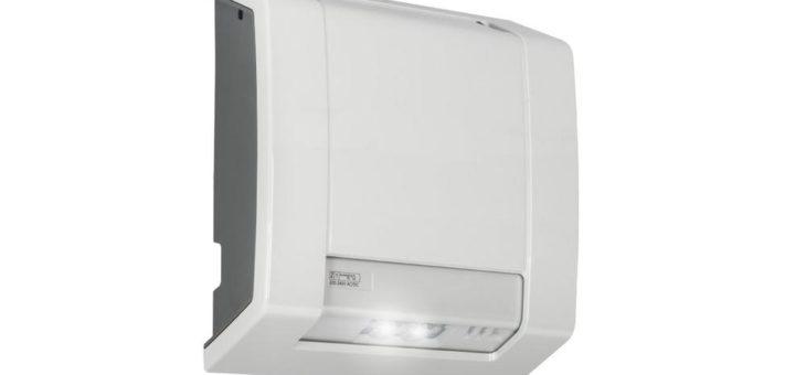 Witterungsbeständig und einfach zu installieren: die neue Außen-Notleuchte Lutia