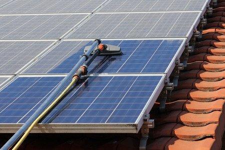 Ihre Module produzieren weniger Strom als sie sollten, aber die Anlage laeuft einwandfrei?