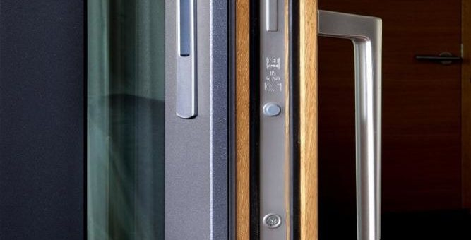 Elegante Feinstruktur bei Aluminium-Holz-Fenstern