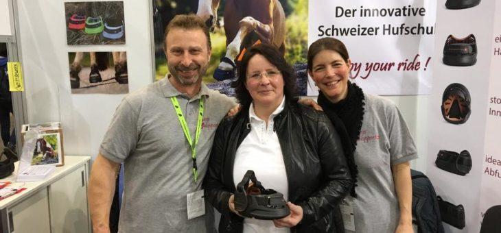 GG-Reitsportartikel fest im Schweizer Sattel
