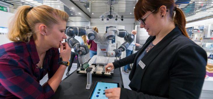 Mobile Ausstellung zeigt Technikwelten zum Anfassen und Mitmachen