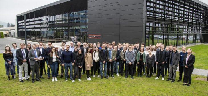 50 Schüler diskutieren mit Bundestagsabgeordneten