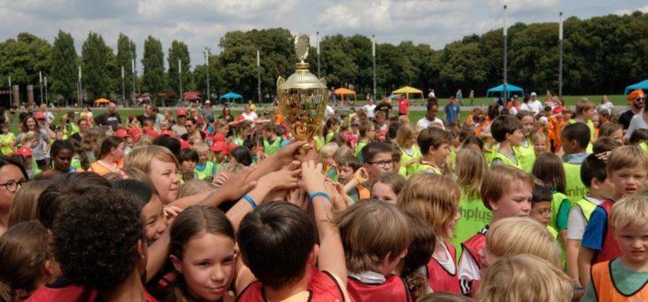 """Kölner """"PFIFFIX-Schulcup"""": Highlight eines Ferienangebotes für rund 1.000 Kinder"""