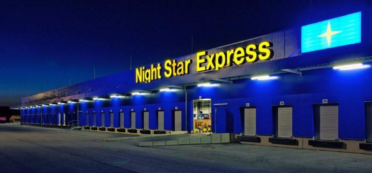 Logistik-Studenten analysieren den Paketumschlag und die Hofabläufe im Night Star Express-HUB