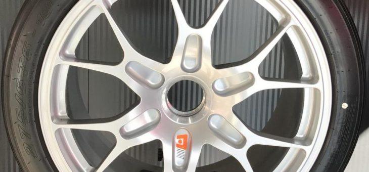 Neue maßgeschneiderte Pirelli Reifen für den jüngsten Ferrari 488 Challenge Evo