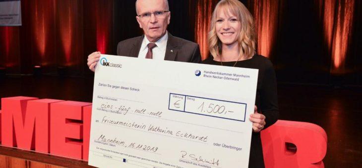 Meisterfeier: Preis der IKK Classic an Friseurmeisterin Katharina Eckhardt