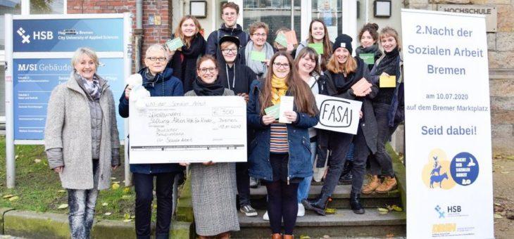 """Studierende der Sozialen Arbeit übergeben Spende an die Stiftung """"Aktion Hilfe für Kinder"""""""