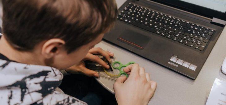 Fidget Spinner bauen und Apps programmieren: DISCOVER INDUSTRY machte in Haßmersheim Station