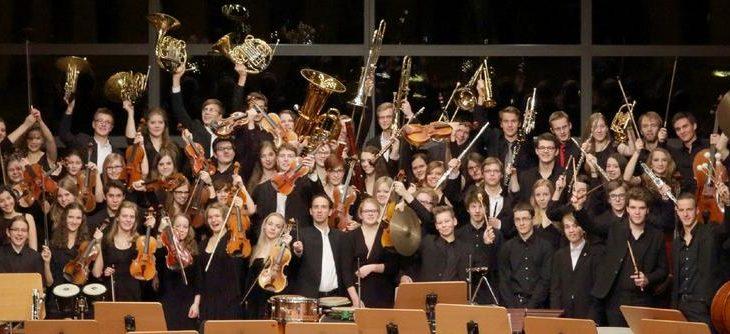 Von Schütz bis Schostakowitsch: Orchester und Chor des Musikgymnasiums Schloss Belvedere gestalten ein Adventskonzert