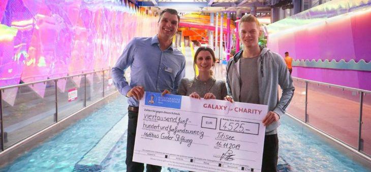 Vorweihnachtliche Spendenübergabe an den Fußballnationalspieler Matthias Ginter