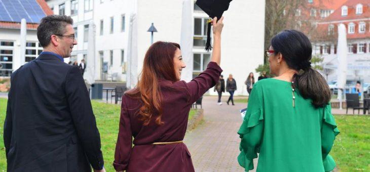 400 Absolventinnen und Absolventen feierlich verabschiedet