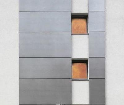 FOPPE zertifiziert für die Herstellung von Fenstern und Türen mit Feuer- und Rauchschutzanforderungen für Außenanwendungen nach EN 16034 und 14351-1