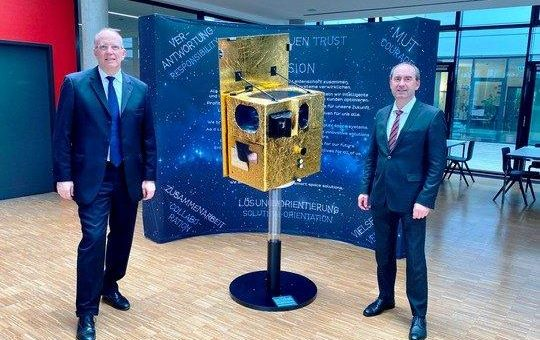 Staatsminister Aiwanger zu Besuch bei OHB in Bayern