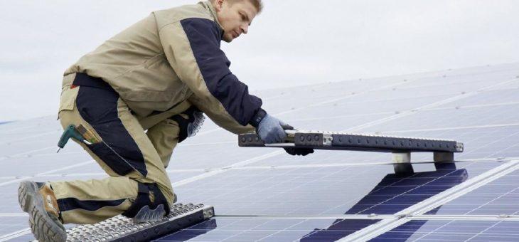 Mobile Arbeitsplattform für große Solarmodule: SMB Solar Multiboard bringt neue Produktpalette auf den Markt