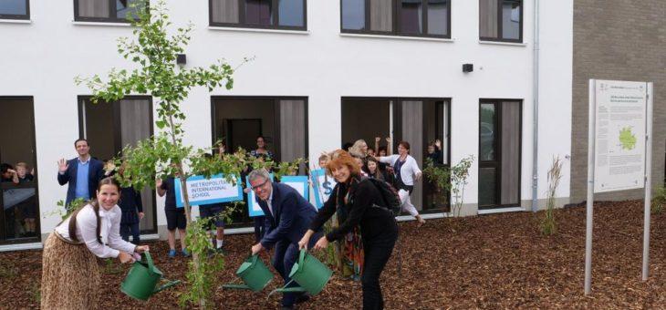 Geo-Naturpark: Zwei Ginkgo-Bäume an Metropolitan International School in Viernheim übergeben