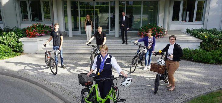 HARTING Mitarbeitende freuen sich über neue Job-Bikes