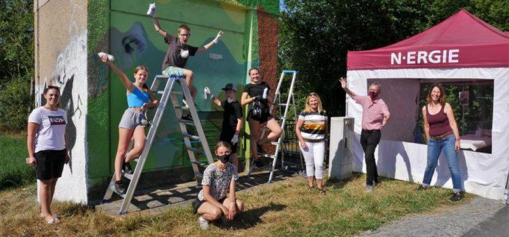 Graffiti-Aktion: Jugendliche gestalten Trafostation in Markt Erlbach