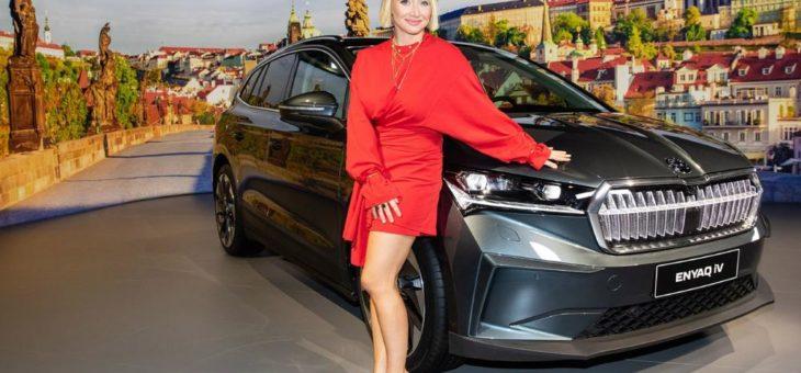 Anna Maria Mühe feiert die Weltpremiere des neuen ŠKODA ENYAQ iV