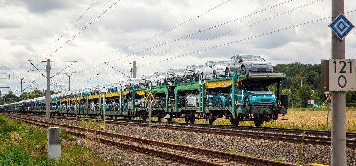 Volkswagen stellt Weichen für 100 Prozent Grünstrom-Transporte mit der Deutschen Bahn