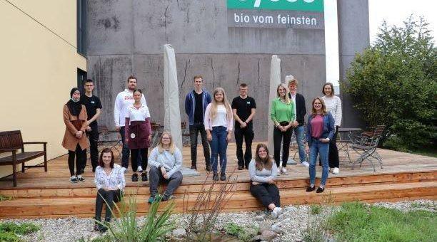 17 Lehrlinge in sieben Berufen