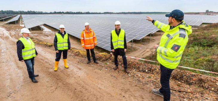 123 Fußballfelder großer Solarpark nimmt Gestalt an