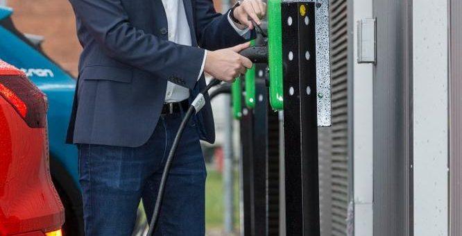 Schwerin errichtet 30 Ladestationen mit der WEMAG