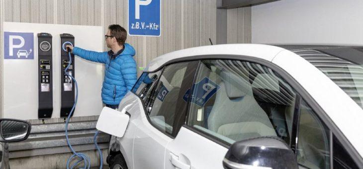 Nachhaltigkeit im Mittelstand:  Schreiner Group unterstützt E-Mobilität