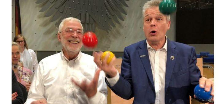 Belastendes ausblenden, Spaß haben, Kopf frei bekommen, … mit Jonglieren!