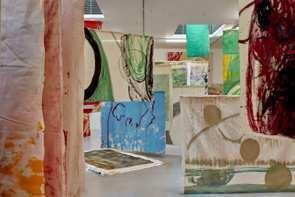 Vivian Suter: Prix Meret Oppenheim 2021 und erste Retrospektive im Kunstmuseum Luzern ab 06.11.