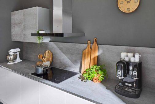 Küchenrückwände und Arbeitsplatten aus Porzellankeramik und Glas – das Highlight jeder Küche