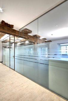 Exklusive und individuelle Bürogestaltung mit Glas